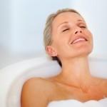 Fotolia_14045318_XS-femme-baignoire-2