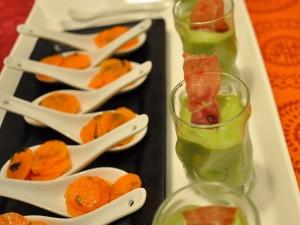 Verrine_de_soupe_de_petits_pois_à_la_menthe_accompagnée_de_cuillère_de_carottes_à_la_coriandre