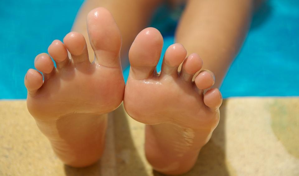 feet-830503_960_720
